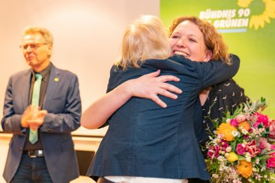 Gitte Trostmann - nach Wahl zur Bürgermeisterkandidatin - Urarmung